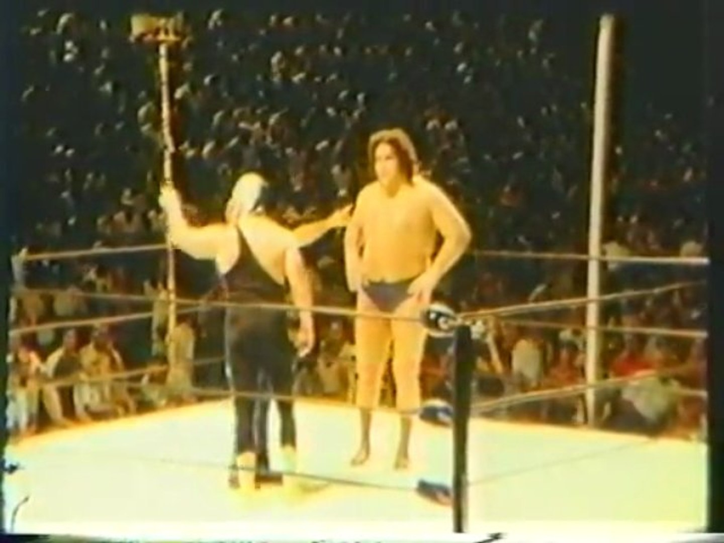 ANDRE THE GIANT VS THE MASKED SUPERSTAR LATE '70s MID-ATLANTIC HOUSE SHOW FOOTAGE