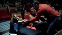 Femme s'est endormie durant un spectacle