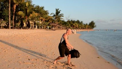 Bauchmuskeln mit dem Sandbag Torso Twist