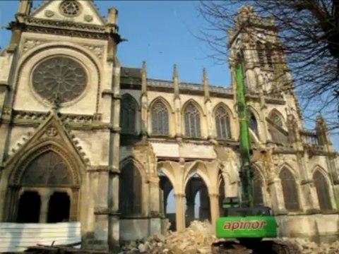 Démolition de la façade est de l'église Saint-Jacques