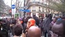 Willy Bla devant le siège du Parti socialiste français lors de la 5 ème marche de soutien à Gbagbo