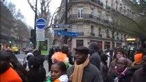 Pacôme Zégbé du CRD devant le siège du Parti socialiste-6 avril 2013