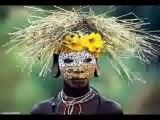 boukan-cesarFier d'être black c'est avec cette assurance que le groupe togolais News face chante ce morceau dans un monde où être noir semble encore être une insulte. Pas un seul regret pour eux de se faire appelé black.aller au delà de sa peau, voir que