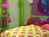 Pacheco y Barbie en su cuarto