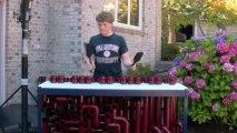 Un jeune américain invente un nouvel instrument de musique fait à partir de tubes en PVC - 2 de 2