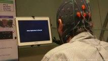 Les scientifiques observent comment un usager peut utiliser ses capacités cérébrales pour contrôler une tablette.