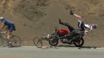 Un motard fauche deux cyclistes