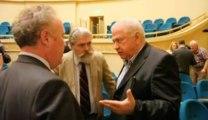 Spionandu-i pe Virgil Magureanu si Ioan Talpes la conferinta lui Larry Watts de la BCU