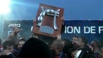 Rugby Pro D2 - Oyonnax, champion. Bouclier et joie