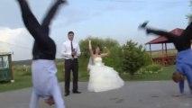 Battle de breakdance pendant un mariage russe! Des fous ces Russe!!!
