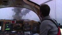 Plus de 35 noeuds de vent en rafales et des creux de plus de cinq mètres, Tara navigue dans une mer de Laptev agitée sur laquelle flottent des blocs de glace © A.Deniaud/francetv nouvelles écritures/Thalassa/Tara Expéditions