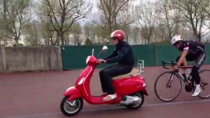 Entraînement derrière scooter...