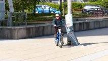 Mathieu fait du vélo sans les petits roues (8 mai 2013)