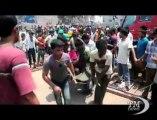 Incendio in fabbrica tessile a Dacca, muoiono 7 persone. Due settimane fa il crollo in cui sono morte più di 900 persone