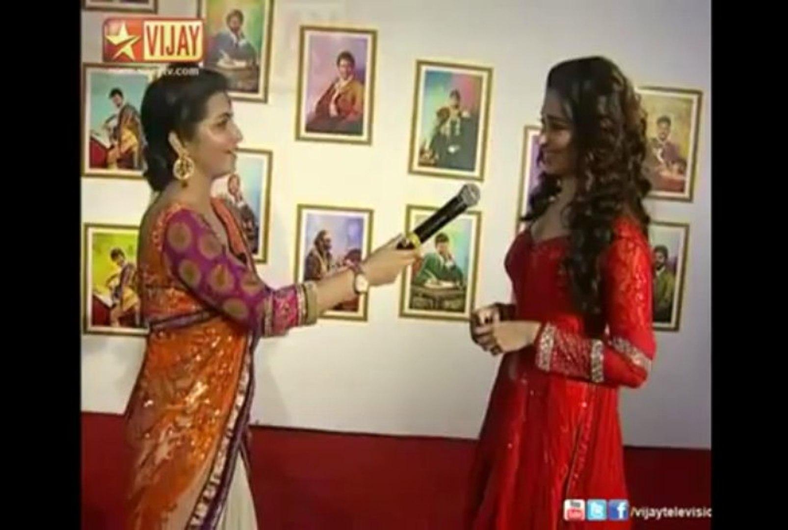Tamannaah at Vijay Awards 2013 Red Carpet
