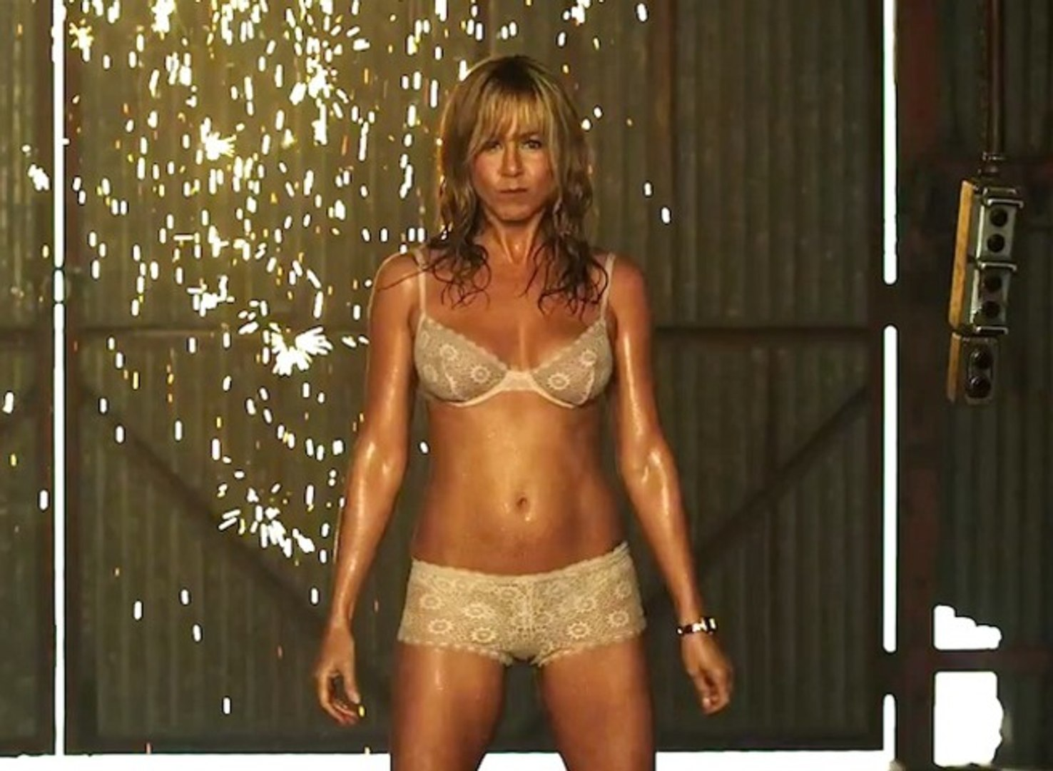 We're the Millers with Jennifer Aniston - Official Trailer