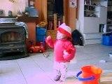 Laly qui danse sur Annie Cordy