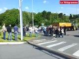 Brest. Les accès au centre commercial Carrefour bloqués par des agriculteurs