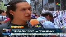 Jóvenes mexicanos homenajean a Hugo Chávez, leen su libro de cuentos
