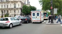 samu de Paris ( UMH Pitié-Salpêtrière ) en urgence Quai de Seine dans le centre de Paris