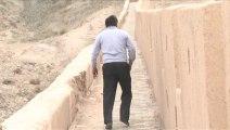 Chine : un homme rénove de ses mains une partie de la Grande Muraille