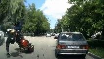 Voiture lente provoque un accident de moto
