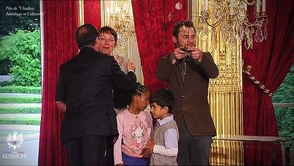 Témoignages lors de la remise du Prix de l'Audace artistique et culturelle (Crédit : Présidence de la République - Dorothée Adam)
