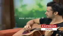 Atif Aslam  singing Karare Samose in Yeh Subha Tumhari Hai
