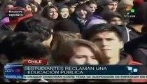 Carabineros dispersan protestas de estudiantes chilenos