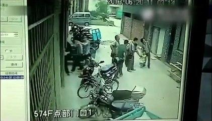 Une enfant qui chute du 4eme étage est rattrapée !