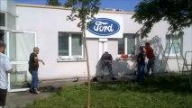 Ford Blanquefort - La CGT pose le Totem Ford au CE le 26.06.2013