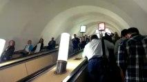 HTC One, тест камеры - На эскалаторе