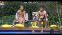 Bárbara passa protetor em Mateus na área da piscina  [29/06/13]