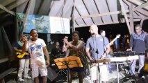 "Anbians' bô lanmè Wobè : prestation du groupe ""Entre Nous"" (duo) - vendredi 05 juillet 2013"