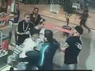Choc : Maiquel Falcao, un ancien combattant MMA se fait lyncher !