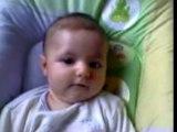 Bébé dans le transat sans parler.....