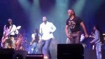Omar Sy invité surprise au concert de Earth Wind & Fire