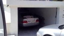 Porte de garage Latérale bois motorisée et posée par APG Accès Portes de Garage