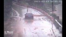 Des images de vidéosurveillance montrent la violence des inondations en Chine