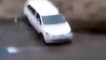 Uttarakhan Flood 2013 - Toyota Innova Flooded In Flood