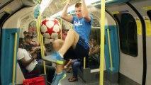 Un freestyler s'amuse dans les rues de Londres et jusque dans le métro !
