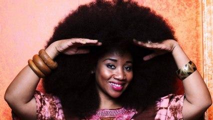 Elle possède la plus grosse coupe afro du monde.