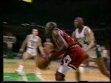 Büyük Düello: Michael Jordan ve Charles Barkley (Jordan 49 sayı, Barkley 34 sayı, 20 ribaunt ,8 asist) -1990 play-off serisi 3.Maç-  Bulls ve 76ers