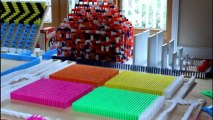 Incredible montage of toppling dominoes