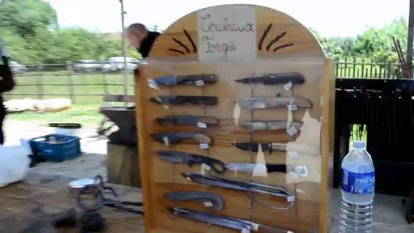 S'il coule son propre métal, il en fabrique de magnifiques couteaux