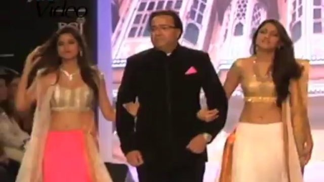 TV actors with their daughters on ramp