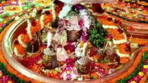 Indian Hindus pay respects to Lord Shiva