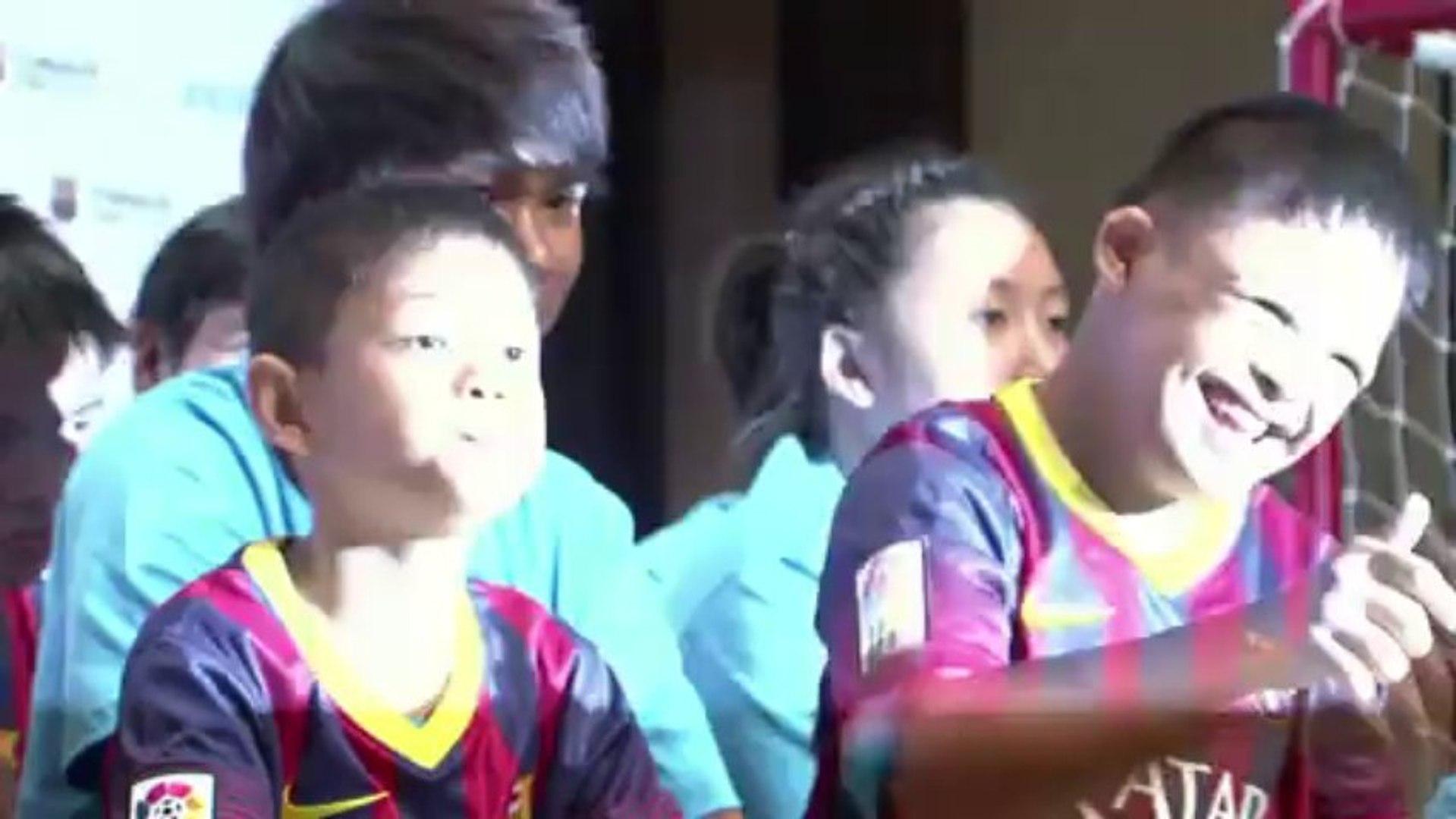 ميسي يزور الأطفال ذوي الاحتياجات الخاصة في تايلاند