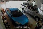 Gros Fail: Sortir la voiture du garage... Femmes au volant!!!