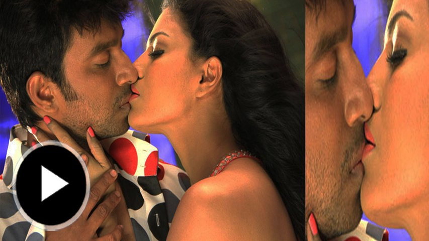 Veena Malik Kisses In 'Silk Sakkath Maga'
